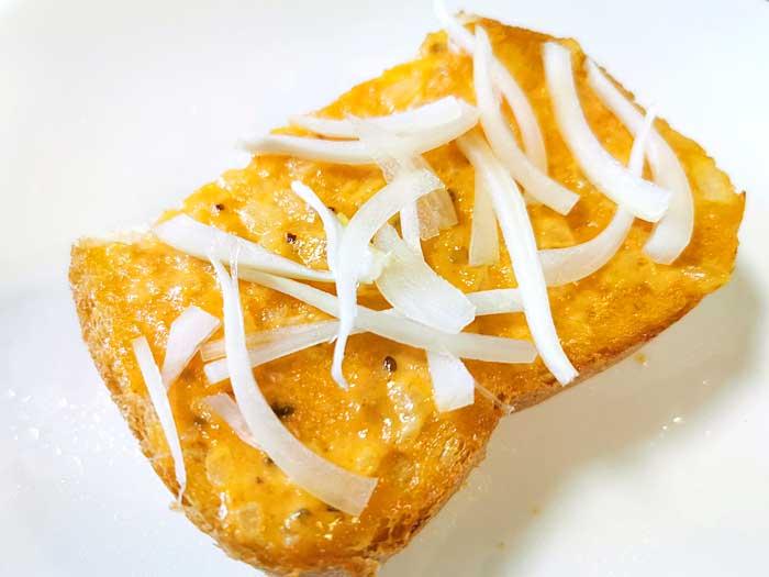パンにサーモンマヨ